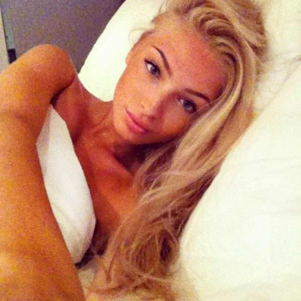Фото красивая блондинка фоткает сама себя 12 фотография