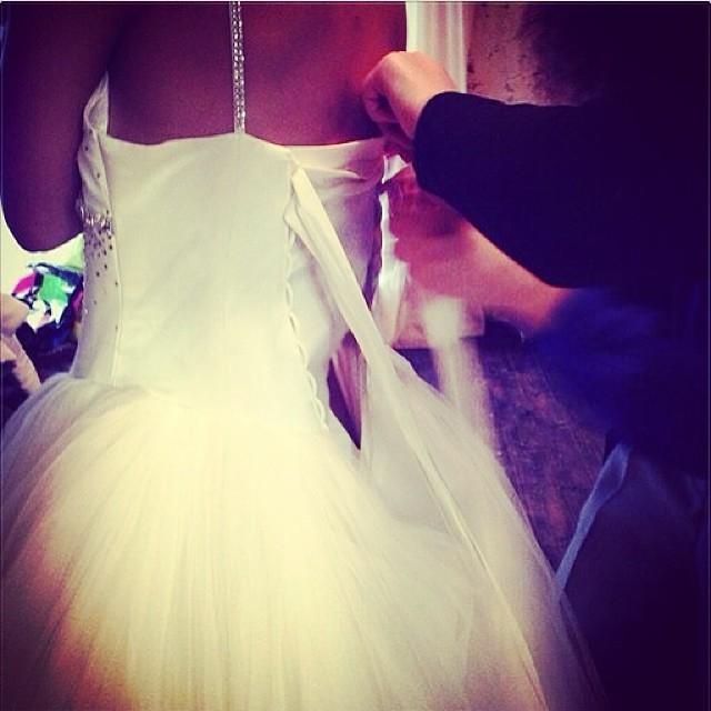 Фото девушки в свадебном платье без лица